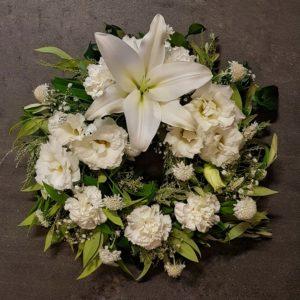 Wreath white flowers, Sympathy flowers, funeral flowers, Gympie funeral flowers. Flowers gympie, Gympie florist